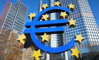 Το ευρώ ένας γίγαντας με πλίνθινα πόδια κλείνει τα 20 χρόνια του