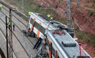 Νεκρός και τραυματίες από εκτροχιασμού τρένου κοντά στη Βαρκελώνη (βίντεο)