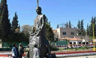 Διαδήλωση στη Νταράα της Συρίας για την επανατοποθέτηση αγάλματος του Χάφεζ Αλ Άσαντ