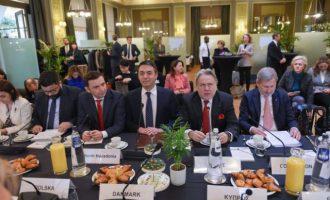 ΥΠΕΞ Σλοβενίας: Η ΕΕ να αρχίσει ενταξιακές συνομιλίες με τη Βόρεια Μακεδονία τον Ιούνιο