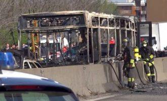 Σενεγαλέζος οδηγός στην Ιταλία έβαλε φωτιά σε λεωφορείο γεμάτο παιδιά (βίντεο)