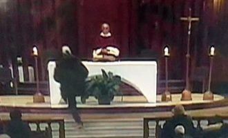 Παπάς μαχαιρώθηκε την ώρα της λειτουργίας σε εκκλησία τoυ Μόντρεαλ