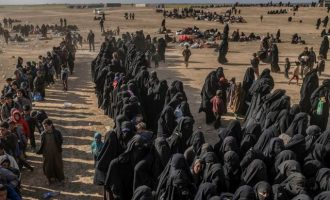 Τζιχαντιστές από το Ισλαμικό Κράτος απειλούν να κάψουν ζωντανά γυναικόπαιδα από την Αυστραλία