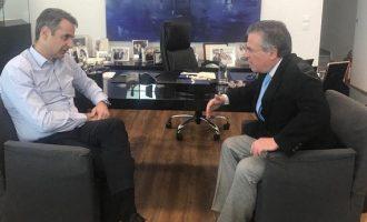 «Χυλόπιτα» Ντινόπουλου σε Μητσοτάκη: Αρνήθηκε την έδρα της Β' Αθηνών