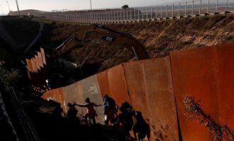 ΗΠΑ: Η Βουλή «μπλόκαρε» το 1 δισ. δολάρια για το τείχος με το Μεξικό