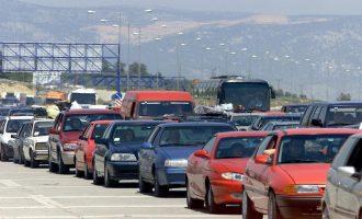 Αδειάζει η Αθήνα για το Πάσχα – «Χαμός» σε διόδια και λιμάνια