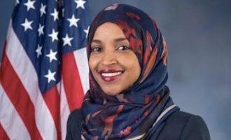 Η Αμερικανίδα μουσουλμάνα βουλευτής Ομάρ καταγγέλλει ότι απειλείται εξαιτίας του Τραμπ