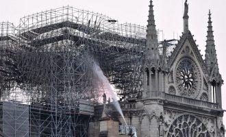 Ανοίγει ξανά τις πύλες της η Παναγία των Παρισίων μετά την καταστροφική φωτιά