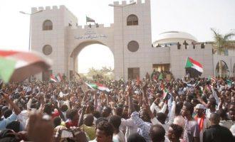 Απομακρύνονται Αμερικανοί διπλωμάτες από το Σουδάν μετά το πραξικόπημα