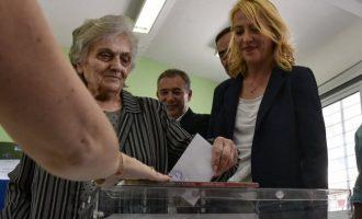 Ψήφισε η Ρένα Δούρου: Σήμερα λέμε «όχι» στην αποχή – «ναι» στη Δημοκρατία
