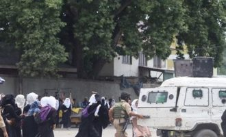 Φρίκη στην Ινδία: Άνδρας έσυρε 3χρονη σε σχολείο και τη βίασε  – Ζητούν θανατική ποινή