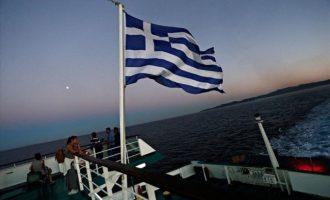 Πόρτα πλοίου «έπιασε» το χέρι ενός βρέφους εν πλω για Μύκονο