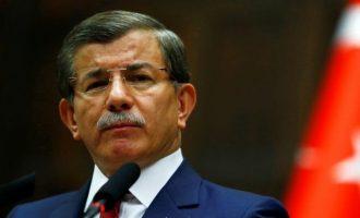 Ο Νταβούτογλου έτοιμος να πάρει το κεφάλι του Ερντογάν – Ιδρύει κόμμα