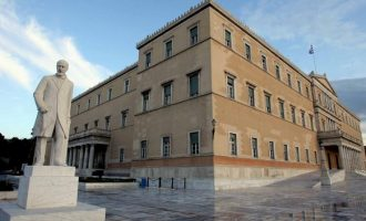 Τα πύρα σύσσωμης της αντιπολίτευσης δέχτηκε η κυβέρνηση στη Βουλή
