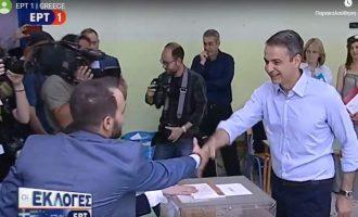 Ψήφισε στην Κηφισιά ο Κυριάκος Μητσοτάκης: Εμπιστεύομαι απόλυτα την κρίση των πολιτών