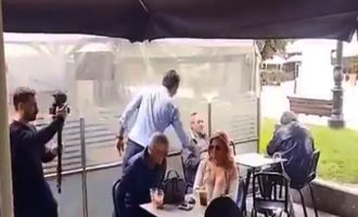 Όταν ο Μητσοτάκης πάει να χαιρετήσει και τρώει «άκυρο» από κόσμο (βίντεο)