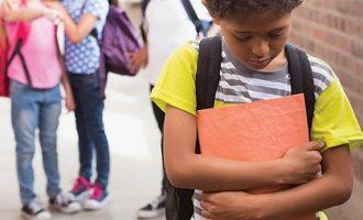 Παιδιά στη Βρετανία λευκαίνουν την επιδερμίδα τους για να γλιτώσουν το bullying