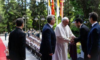 Με ψωμί και αλάτι υποδέχτηκαν τον Πάπα στη Βόρεια Μακεδονία