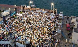 Έξαλλος ο Μητσοτάκης με το επιτελείο του για την αποτυχία της συγκέντρωσης στη Θεσσαλονίκη