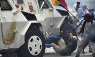 Νεκρή 27χρονη διαδηλώτρια στη Βενεζουέλα με μια σφαίρα στο κεφάλι