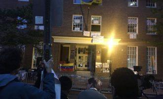 Η αμερικανική Αστυνομία εισήλθε στην Πρεσβεία της Βενεζουέλας – Έξαλλος ο Μαδούρο