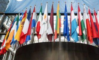 Στις κάλπες σήμερα οι πολίτες 21 χωρών-μελών της ΕΕ