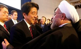Ο πρωθυπουργός της Ιαπωνίας στο Ιράν σε ρόλο διαμεσολαβητή με τις ΗΠΑ