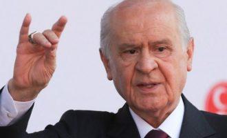 Ο Ντεβλέτ Μπαχτσελί (Γκρίζοι Λύκοι) απείλησε να πνίξει τους Έλληνες