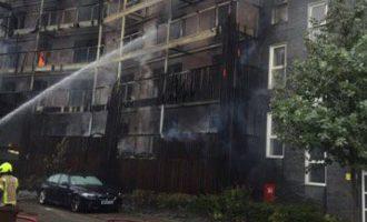 Κόλαση φωτιάς σε πολυκατοικία στο Λονδίνο
