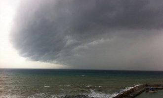 Άστατος ο καιρός την Τρίτη: Πτώση θερμοκρασίας με βροχές  και καταιγίδες