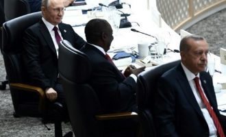 O Πούτιν φοβάται μήπως τον δηλητηριάσουν; Πήρε μαζί την κούπα του