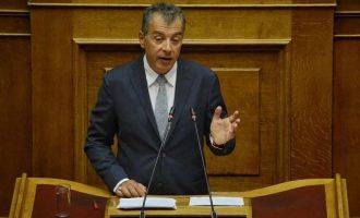 Αποσύρεται από την πολιτική ο Θεοδωράκης – «Φεύγω πολιτικά ηττημένος»