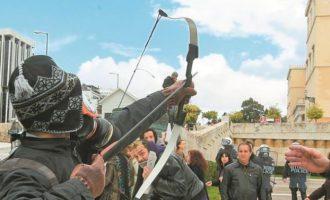 Ο «Τοξοβόλος του Συντάγματος» απέδρασε από τη φυλακή και τον ψάχνουν