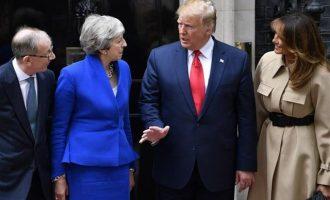 Ο Τραμπ κάλεσε τη Μέι να μην παραιτηθεί και πρότεινε στη Βρετανία εμπορική συμφωνία