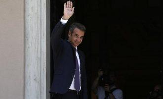 Κυβέρνηση-μαμούθ 51 υπουργών και υφυπουργών σχημάτισε ο Μητσοτάκης – Όλα τα ονόματα