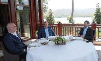Στην Αλβανία απορούν γιατί ο Ράμα «κάθεται στην αγκαλιά του Ερντογάν»