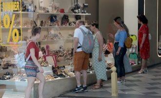 Ανοιχτά σήμερα Κυριακή τα μαγαζιά για τις θερινές εκπτώσεις
