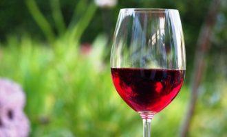 Επαναστατική έρευνα: Ένα ποτήρι κόκκινο κρασί πριν τον ύπνο κάνει θαύματα