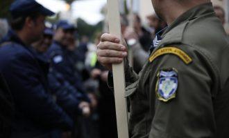 Σύνταξη από τα 59 για ένστολους και δημοσίους υπαλλήλους – 70.000 ευρώ εφάπαξ