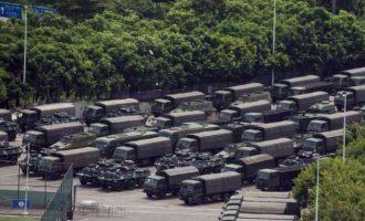 Κινεζικά στρατεύματα συγκεντρώθηκαν μια ανάσα από το Χονγκ Κονγκ