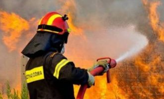 Μεγάλη φωτιά στη Σάμο – Εκκενώθηκαν δυο ξενοδοχεία και μήνυμα από το 112