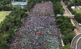 «Βράζει» το Χονγκ Κονγκ ενώ η Κίνα προετοιμάζεται για στρατιωτική επέμβαση