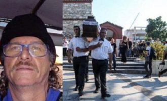 Το τελευταίο αντίο στον ηρωικό ψαρά Κώστα Αρβανίτη