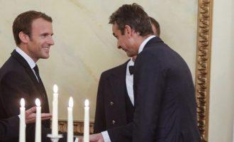 Στα «βαθιά» ο Μητσοτάκης – Θα συζητήσει γεωπολιτικά με τον Μακρόν για την Αν. Μεσόγειο