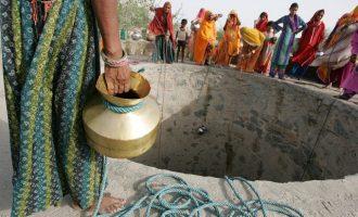 Η Ινδία ξεμένει από νερό – «Δεν περισσεύει σταγόνα»