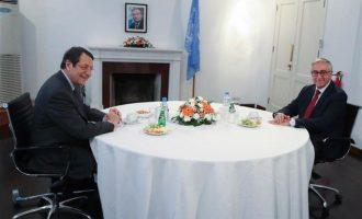 Αναστασιάδης και Ακιντζί εξέφρασαν την ετοιμότητά τους για τριμερή με τον Γ.Γ. του ΟΗΕ