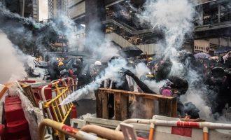 Μάχες στο Χονγκ Κονγκ: Η αστυνομία κάνει χρήση αντλιών νερού και πυροβολεί
