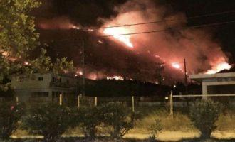 «Η πυρκαγιά στον Υμηττό έχει περιοριστεί – Δεν έχει τεθεί ακόμη υπό έλεγχο»
