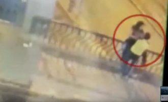 Τραγικός θάνατος για ζευγάρι ερωτευμένων: Έπεσαν από γέφυρα ενώ φιλιόντουσαν (βίντεο)