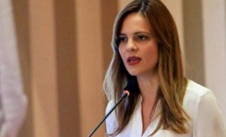 Αχτσιόγλου: Εκβιασμοί και απολύσεις με τον νόμο Χατζηδάκη